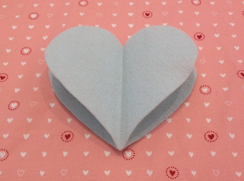 NSB – heartfelt ornament sew large hearts together