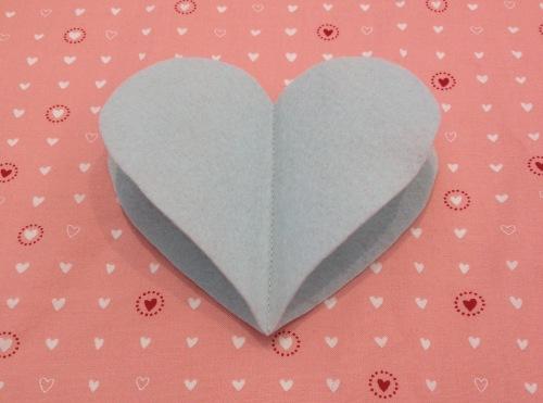 NSB – heartfelt ornament sew large hearts together